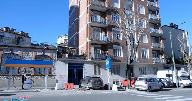 Foto 1 di Negozio Corso Umbria 7, Torino